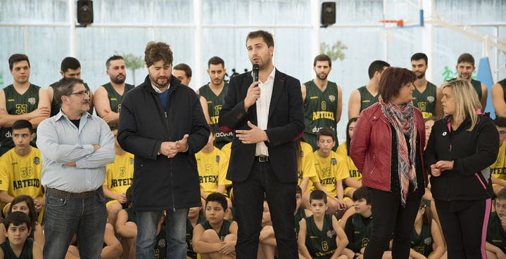 Álvaro Enríquez, durante la presentación de la equipación del Club Baloncesto Arteixo Duacode